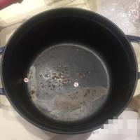 珐琅铸铁锅用一年就掉瓷 双立人直营店称顾客使用不当