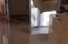 胶州融城嘉汇苑供暖水管爆裂水淹两层楼 金洲热力拒担责