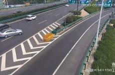 青银高速轿车违规停车被追尾 驾驶员遭罚款扣分负全责
