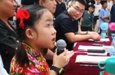 济宁唱歌比赛节目8岁小童星当评委引热议 被指不尊重选手