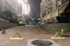 健身场变身私人停车场 紫金花园小区居民安装地锁占车位